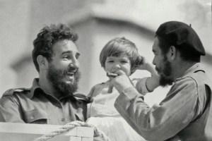 Маленькая Алейда с Фиделем Кастро и отцом